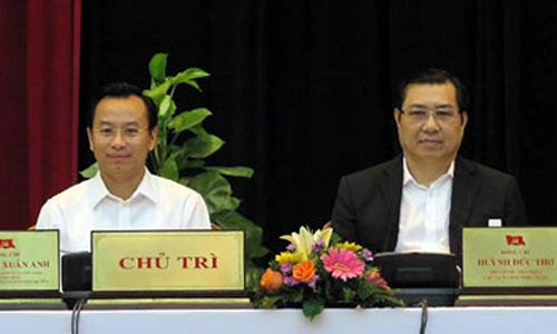 Ông Huỳnh Đức Thơ, Chủ tịch UBND TP Đà Nẵng (phải) và Bí thư Thành ủy TP Đà Nẵng Nguyễn Xuân Anh (trái) trong một cuộc họp - Ảnh: Báo Đà Nẵng