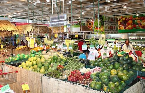 Các mặt hàng trái cây phục vụ phân khúc ngày lễ Vu lan có giá ổn định ở 1 số trung tâm thương mại lớn ở TP Hồ Chí Minh. Ảnh: CTV