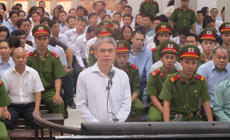 Phiên tòa chiều 14/9: Luật sư cho rằng không có đủ căn cứ để nói Nguyễn Xuân Sơn tham ô - Ảnh 1.