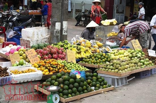 Mặt hàng trái cây phục vụ ngày Rằm tháng 7 chỉ tăng giá nhẹ ở 1 số chợ lẻ ở TP Hồ Chí Minh.