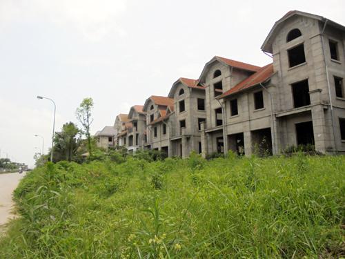 Các dự án tại Hoài Đức đã bàn giao nhà nhưng thiếu hạ tầng khiến người dân vẫn không thể về ở.