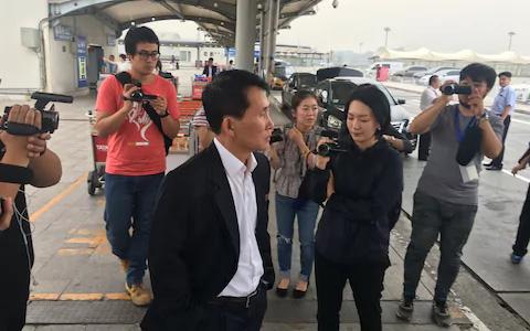 Ông Choe Kang-il hôm 15-9 tại Sân bay Bắc Kinh - Trung Quốc. Ảnh: Telegraph