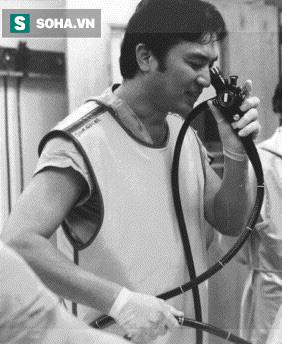 Tiến sĩ Hiromi Shinya khi mới phát minh ra phương pháp nội soi dạ dày
