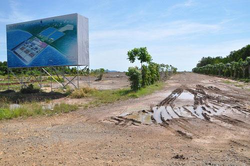 Sau nhiều năm triển khai, dự án Nhiệt điện Kiên Lương 1 vẫn là bãi đất hoang Ảnh: GIANG SƠN