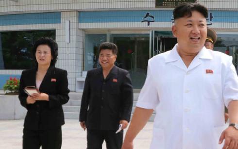 Bà Kim Yo-jong (trái) - em gái của nhà lãnh đạo Triều Tiên Kim Jong-un (phải). Ảnh:KCNA.