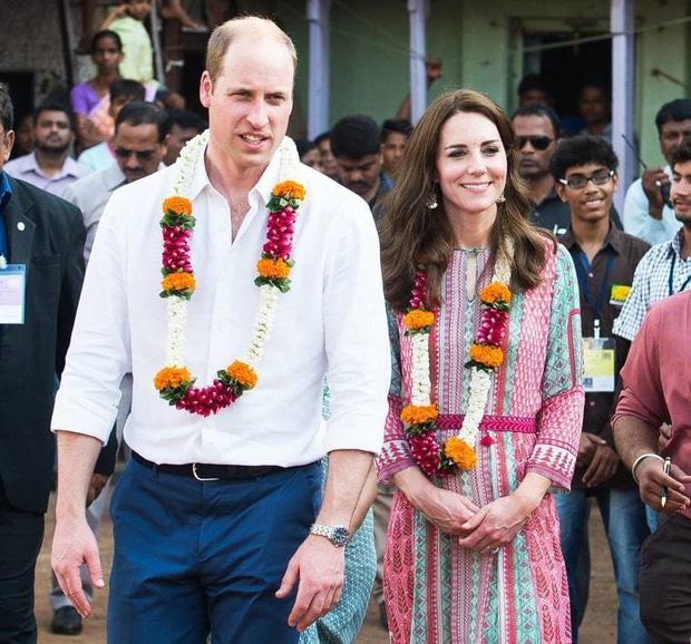 Công nương Kate và Hoàng tử William rất hiếm khi nắm tay nhau khi xuất hiện trước truyền thông.