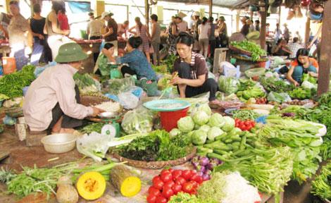 Giá rau xanh tại các chợ trên địa bàn Hà Nội tăng chóng mặt.
