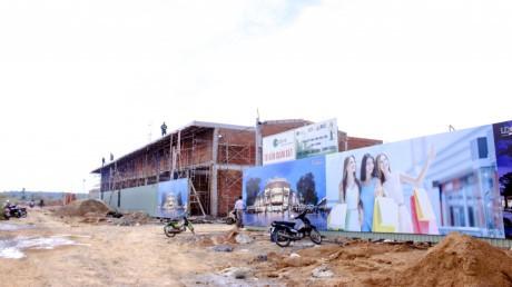 Các shop kinh doanh tại Viva Square cũng đang dần hình thành.