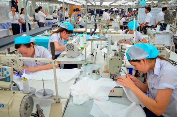 Ngành dệt may Việt Nam chủ yếu vẫn là gia công cho các thương hiệu nổi tiếng thế giới.