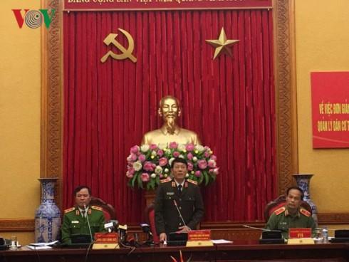 Chánh văn phòng Bộ Công an Thiếu tướng Lương Tam Quang tiếp tục chương trình họp báo