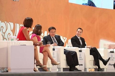 Các diễn giả trong phiên thảo luận Tạo việc làm trong thời đại công nghệ. Nguồn: APEC