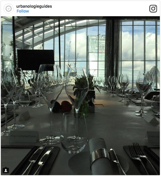 Một bữa trưa bình thường của Hugo tại tầng 37 của một tòa nhà cao tầng với view rất đẹp.