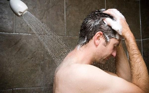 Cứ tưởng rằng tắm nước nóng sẽ tốt cho sức khỏe, thực tế nó lại mang đến những 'mối đe dọa' không ngờ - Ảnh 1.