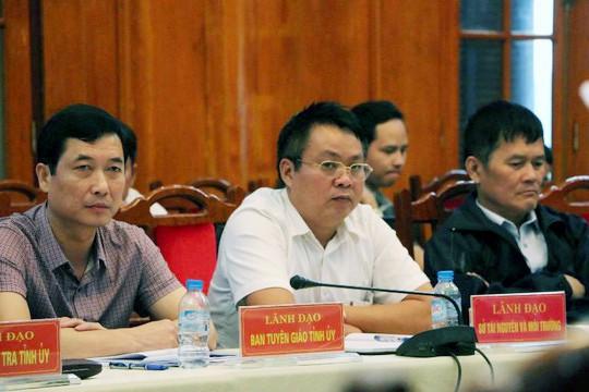 Ông Phạm Sỹ Qúy (áo trắng) ở buổi mở bán kết luận thanh tra ngày 23-10 - Ảnh: N.Hưởng