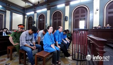 Các bị cáo hầu toà trong vụ thất thoát hàng trăm tỷ đồng xảy ra tại Agribank Bến Thành.