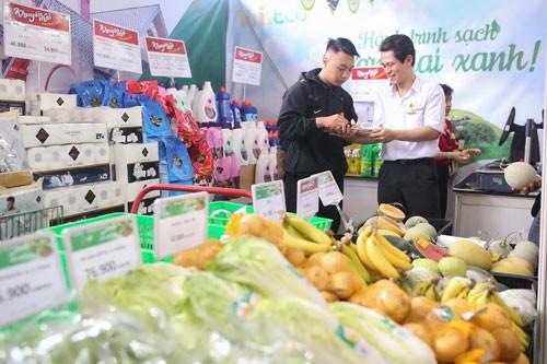 Các doanh nghiệp giới thiệu hàng hóa tại hội nghị kết nối cung cầu hàng hóa năm 2017 Ảnh: Hoàng Triều
