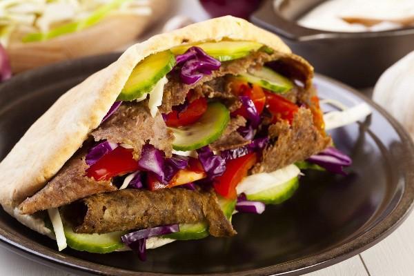 Doner kebab đã trở nên phổ biến trên toàn cầu nhờ hương vị thơm ngon đặc biệt.