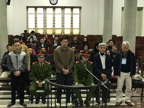 Cựu Chủ tịch GPBank Tạ Bá Long đứng ngoài cùng bên phải, bên cạnh ông là cựu Phó Chủ tịch đầy quyền lực Đoàn Văn An.