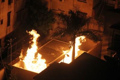 Cháy dữ dội trong trạm gas trung tâm chung cư Golden Westlake (Ảnh Hà Nội Mới).