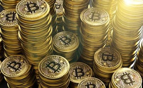 """Đồng bitcoin đang gây """"sốt"""" trên thị trường khiến nhiều người vẫn như con """"thiêu thân""""."""