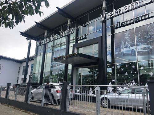 Công ty Dệt may Thắng Lợi cho Công ty Ôtô Ngôi Sao Việt thuê nhà xưởng để trưng bày ô tô Ảnh: SỸ HƯNG.
