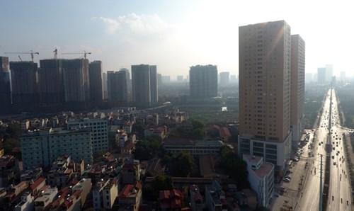 Các tòa nhà đang trong thời gian xây dựng và hoàn thiện trên đoạn đường Lê Văn Lương kéo dài - Hà Nội.Ảnh: Anh Tuấn.