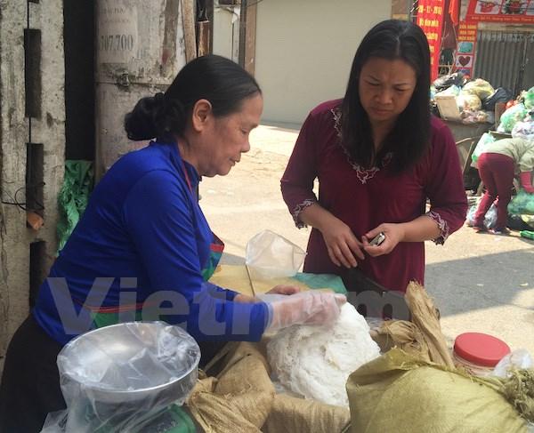 Giá thực phẩm sẽ còn cao cho đến hết ngày mùng 6 Tết. (Ảnh: PV/Vietnam+)