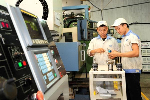 Khoa học công nghệ và nhân lực trình độ cao là những yếu tố quan trọng quyết địnhsự phát triển kinh tế - Ảnh: Trần Hải