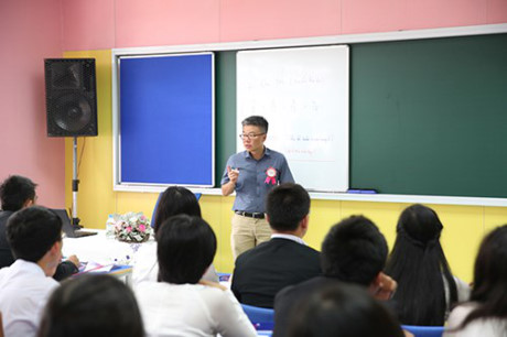 Giáo sư Ngô Bảo Châu dạy tiết học đầu tiên tại TH School