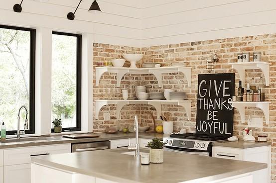 Thông thường, người ta hay sử dụng tường gạch để lộ cho nhà bếp. Sự xuất hiện của nó giúp tạo cảm giác ấm cúng, thân thiện và vô cùng nổi bật.