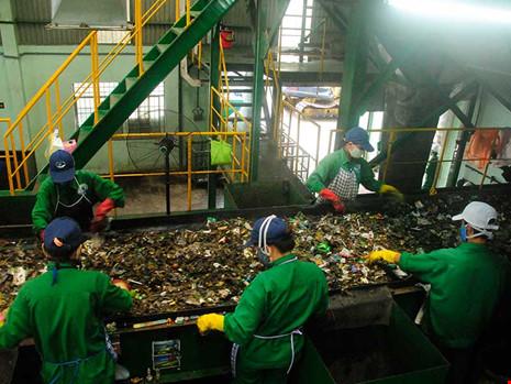Lấy lý do Nhà máy xử lý rác thải TP Cà Mau xuống cấp, công ty Công Lý xin ứng tiền và Cà Mau duyệt chi vượt quy định. Ảnh: T.VŨ