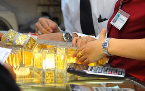 Dù giá vàng giảm nhưng lượng mua vào cũng không cao do tâm lý nhà đầu tư lo ngại kim loại quý này sẽ tiếp tục hạ giá (Ảnh minh họa: KT)