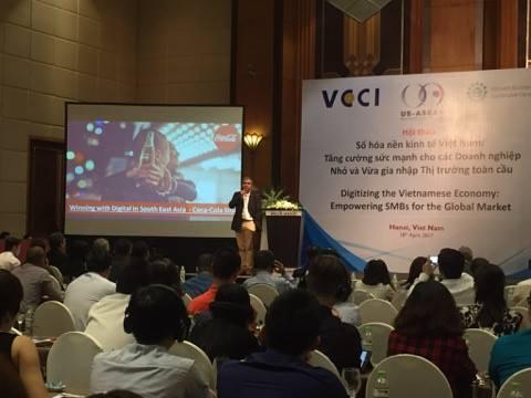 Ông Sunil Singh, Giám đốc công nghệ thông tin Công ty Cocacola kể lại một bài học mà Cocacola từng gặp phải ở Trung Quốc.