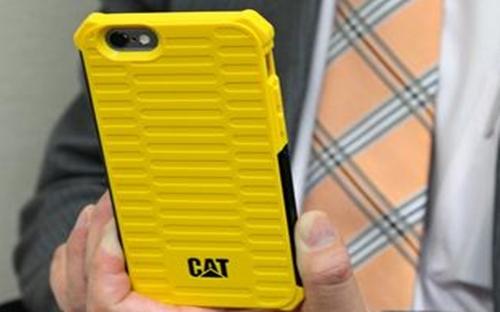 Ốp điện thoại iPhone hiệu Caterpillar - Ảnh: Nikkei.