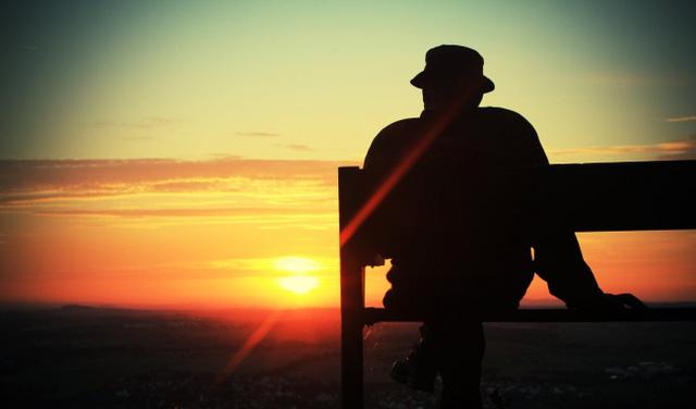Đối xử tốt với người khác, thực ra là đối xử tốt với bản thân mình. Giống như Aristotle đã nói: Nên đối đãi với người khác như là chúng ta mong muốn họ đối đãi với mình (Ảnh minh họa)