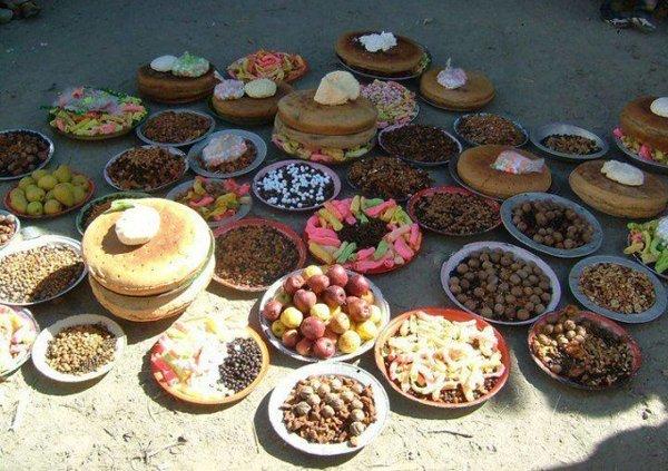 Bũa ăn thanh đạm chủ yếu là các loại hạt, rau quả và bánh từ bột chưa tinh chế