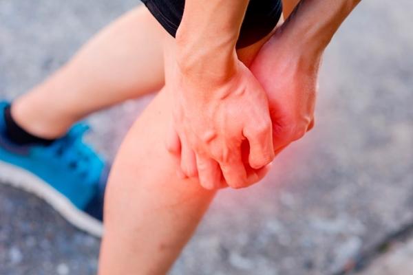 Sưng, đau một chân có thể là nguyên nhân gây nghẽn mạch phổi.