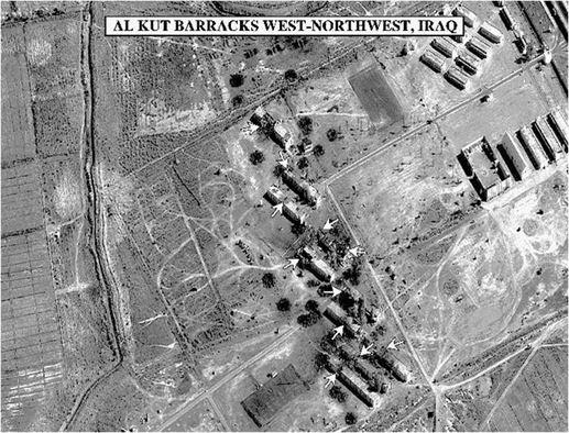 Một căn cứ quân sự Iraq bị phá hủy sau chiến dịch Cáo sa mạc. Ảnh: ACC