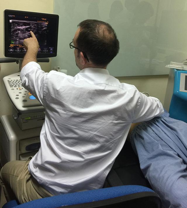 Chuyên gia Pháp hướng dẫn cách siêu âm vú