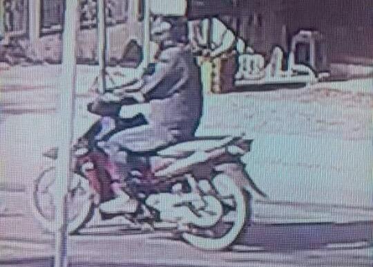 Hình ảnh một người có đặc điểm nhận dạng giống tên cướp do camera an ninh của người dân ghi lại. Ảnh: Công an cung cấp