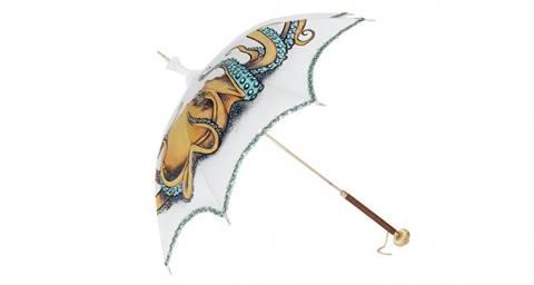 Tay cầm bằng vàng của ô.