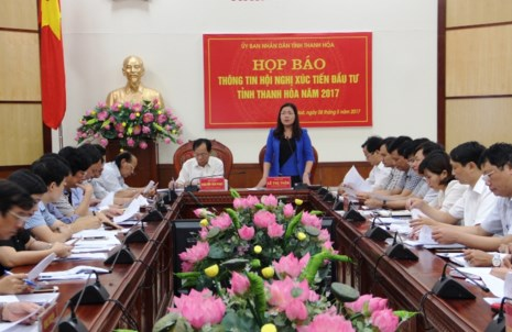 Bà Lê Thị Thìn, Phó Chủ tịch UBND tỉnh Thanh Hóa, khẳng định: Sẽ tạo điều kiện cho nhà đầu tư về đất đai, giải phóng mặt bằng và các chính sách ưu tiên. Ảnh: Đ. TRUNG