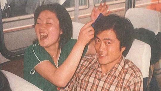 Ông Moon và vợ trong quãng thời gian sinh viên. Ảnh: EPA