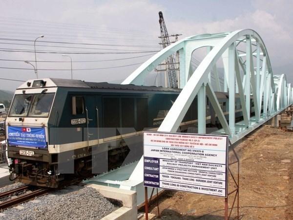 Đường sắt Việt Nam sẽ nâng cấp, từng bước hiện đại hóa tốc độ chạy tàu. (Ảnh: TTXVN)