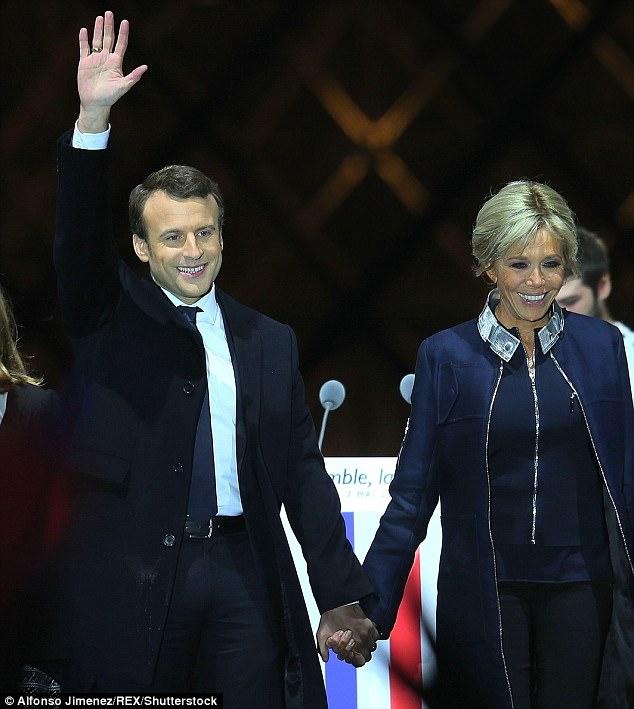 Mối tình của tân Tổng thống Pháp với người vợ hơn ông 24 tuổi đang trở thành chủ đề bàn tán xôn xao khắp thế giới.