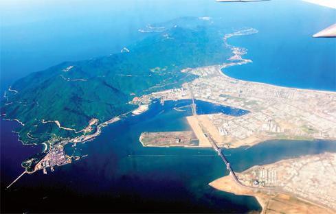 Bán đảo Sơn Trà nhìn từ trên cao Nguồn: wikiwand.com