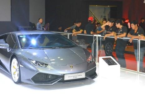 Ngày càng có nhiều người Việt mua siêu xe hàng chục tỉ đồng. (Ảnh: QH)