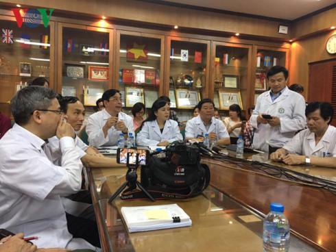 Bộ trưởng Bộ Y tế chủ trì cuộc họp Hội đồng chuyên môn.