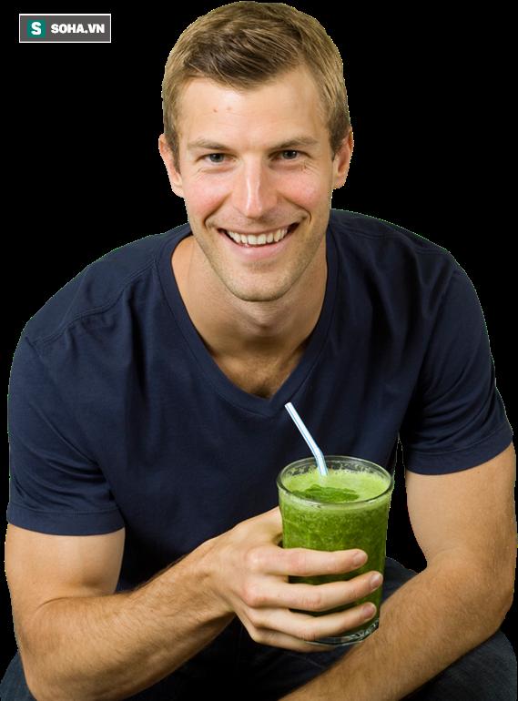 Tiến sĩ Ax khuyên mọi người nên uống nước ép rau xanh để thải độc gan.