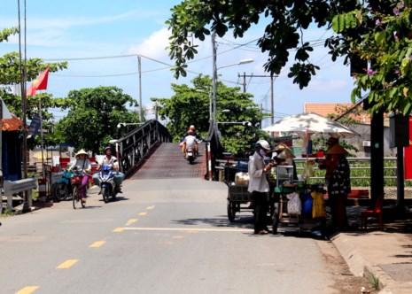 Cầu Rạch Tôm (ấp 3, xã Nhơn Đức, huyện Nhà Bè, TP.HCM) nơi xảy ra vụ sạt lở.